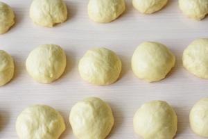 Vatrushka buns dough pieces rising