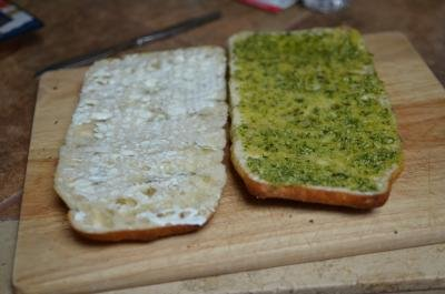 2 halves of bread one with mayo and one wit basil pesto