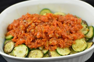 Mixture of carrots, onions and ketchup added on top of the zucchini slices