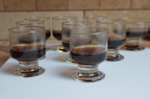 In small glass cups coffee gelatin mixture is poured in