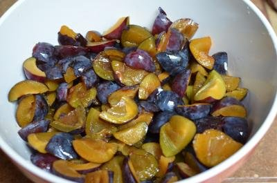 Prunes cut into fourth all place into one bowl