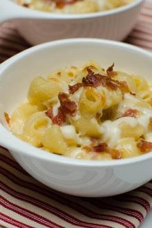 Smoky Bacon Macaroni and Cheese in a bowl