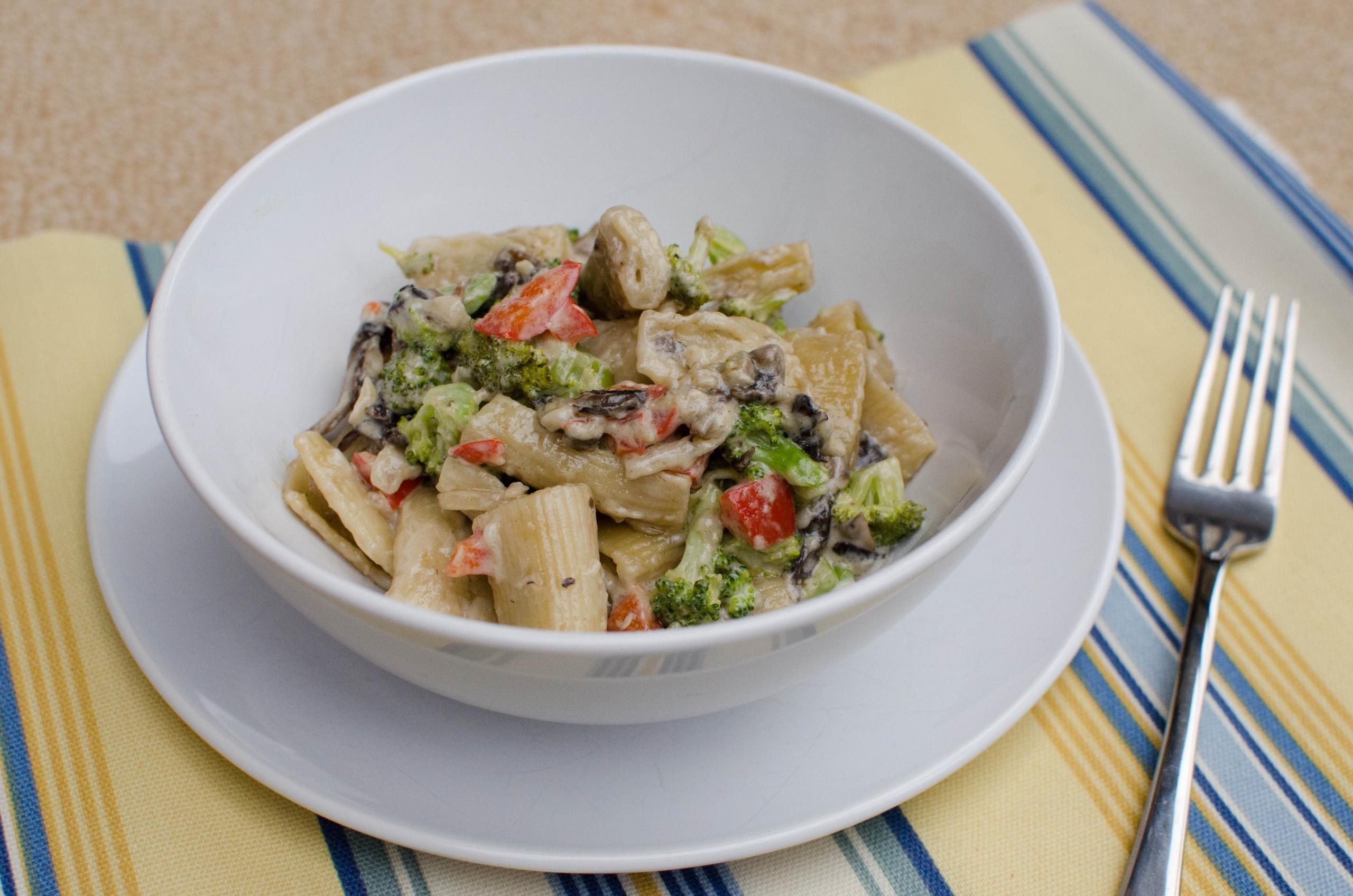 A bowl of Creamy Veggie Pasta