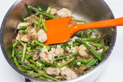 Chicken and Mushrooms with Asparagus in a deep skillet