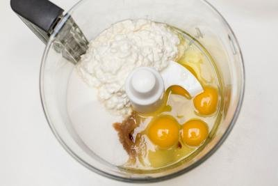 Cottage cheese, sugar, eggs, vanilla extract all placed into a food processor