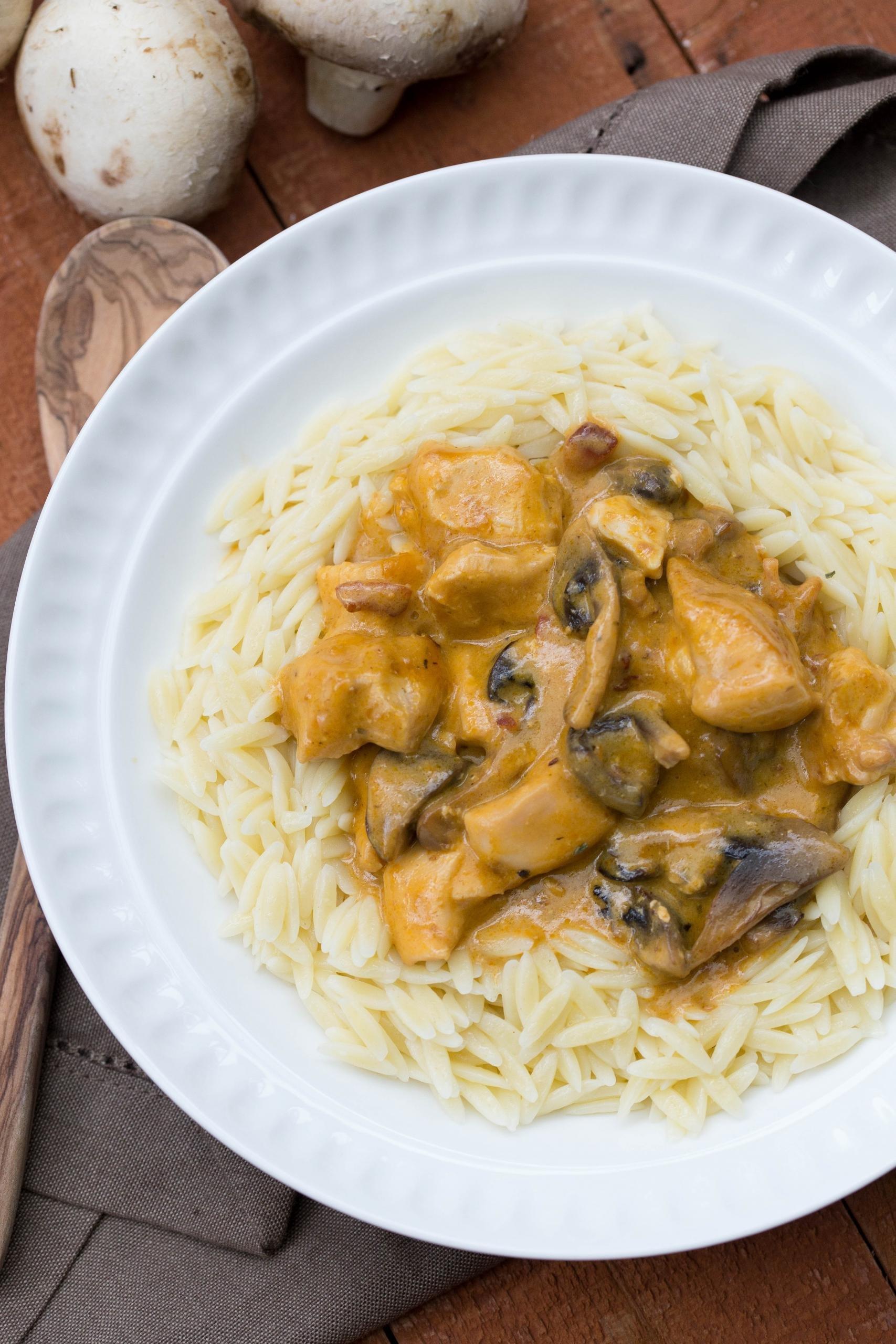 Cheesy Chicken and Mushrooms Gravy on pasta