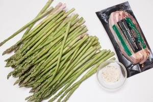 Asparagus, bacon and garlic salt in bowl on the table