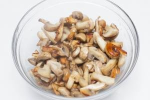 Sautéed mushrooms in a bowl