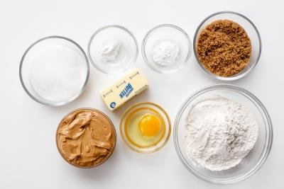 Ingredients that you need to make peanut butter cookies.