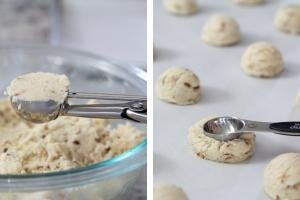 Dough in a scoop, second tray with cookies.