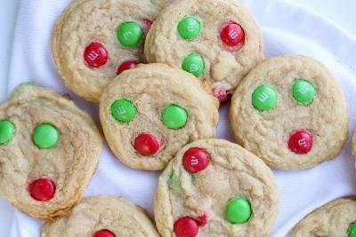 Cookies on a white napkin