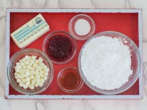 Ingredients for the white chocolate cream.