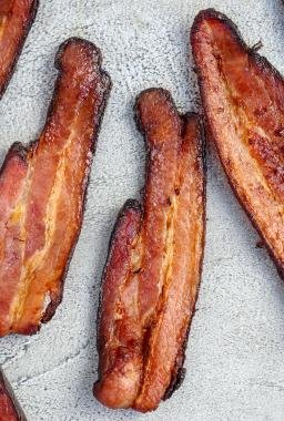 Crispy bacon on a tray