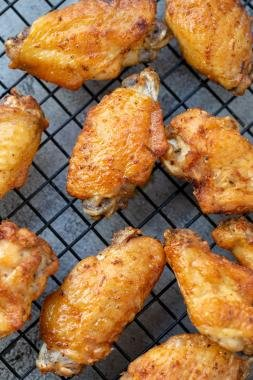Air Fryer Chicken wings in a cooling tray