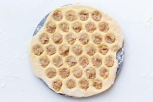 Pelmeni mold with meat