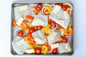 Baking sheet with fish and vegetables