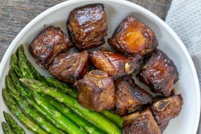 Pork Ribs in a plate with asparagus