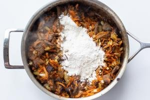 Beef with veggies and flour in a pan