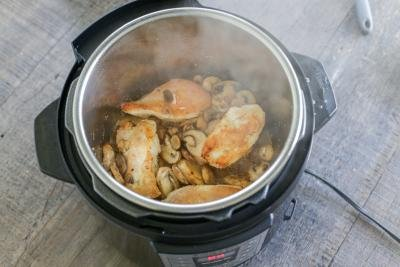 chicken with mushrooms in an instant pot