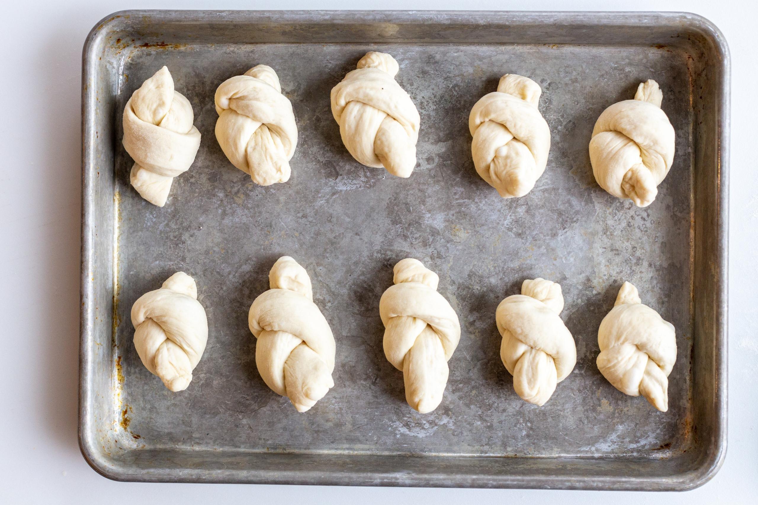 Easy Garlic Knots Recipe Momsdish