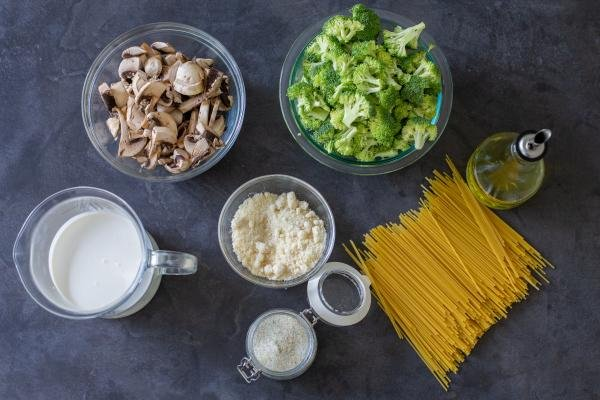 Ingredients for the broccoli mushroom pasta