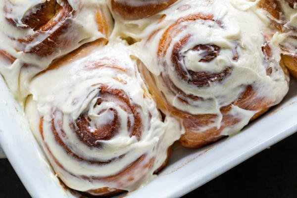 cream with cinnamon rolls