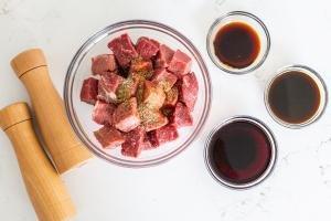 Beef, sauce and steak seasoning