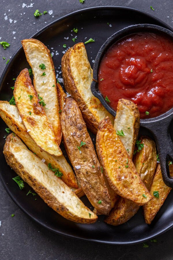 air fryer potato wedges on a plate