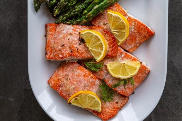 Baked salmon pieces with lemon on a plate