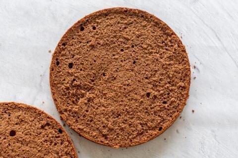 sponge cake cut open