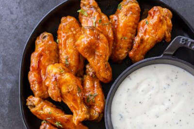 air fryer wing with buffalo sauce with ranch